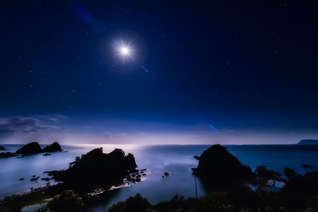 月夜の樫西海岸・弁天島