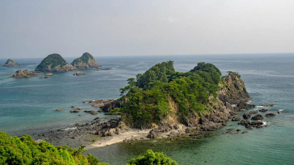 樫西海岸弁天島(大月町・幡多十景)