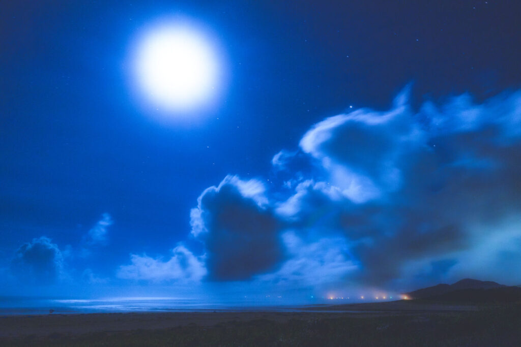月夜の入野海岸