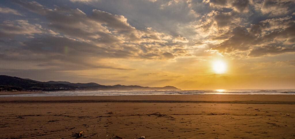 早朝の入野海岸