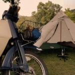 スーパーカブでキャンプのイメージ