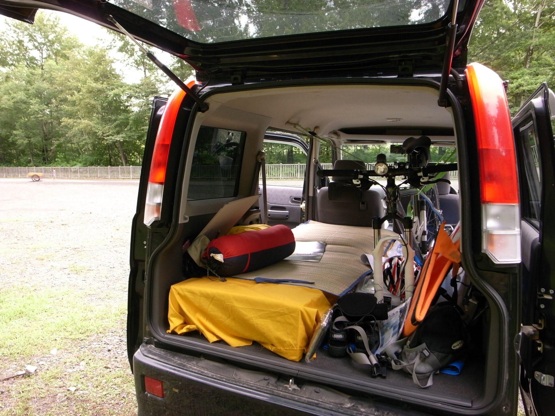 バモスに車中泊ベッドを組む